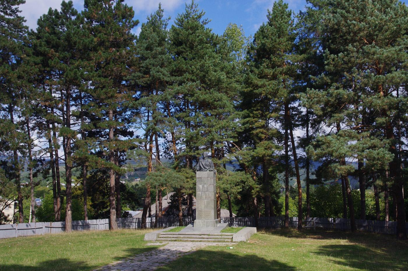 Пам'ятник Лесі Українці. Грузія, Шида-Картлі, Сурамі