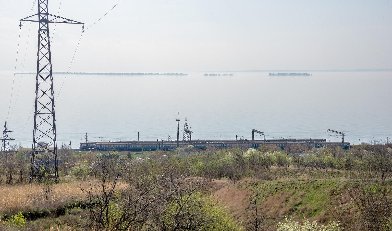 Електропоїзди ЭР1 на перегоні Плавні - Таврійськ. Запорізька область, Васильківський район